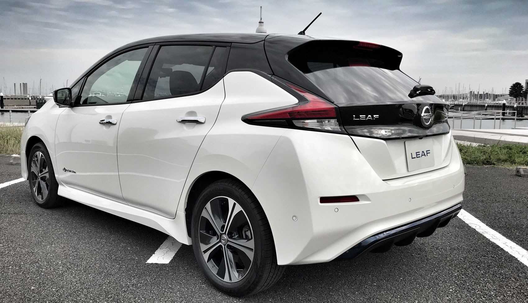 Nissan Leaf електромобіль купити