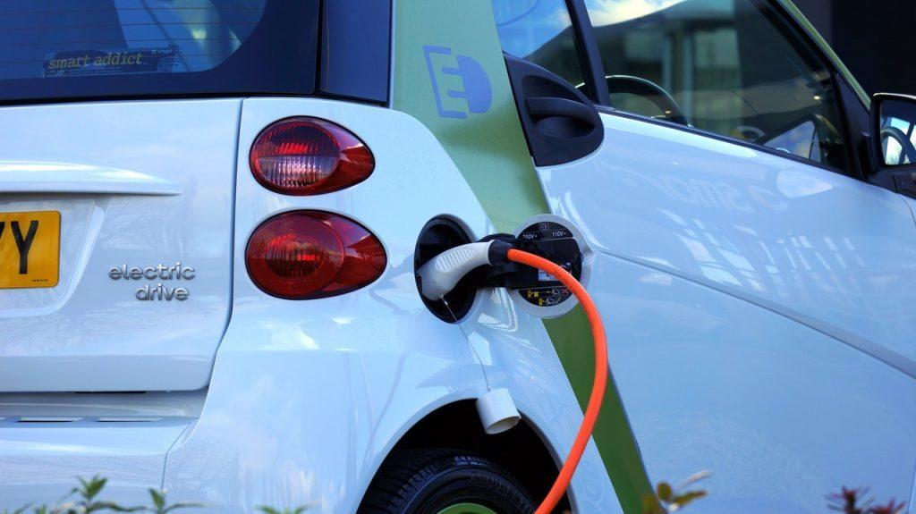 зарядка електромобіля Smart Mercedes