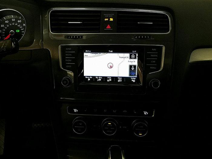 салон б/у електромобіля Volkswagen E-Golf SEL