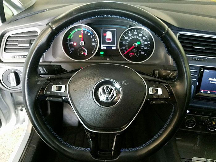 продаж б/у електромобіля Volkswagen E-Golf SEL