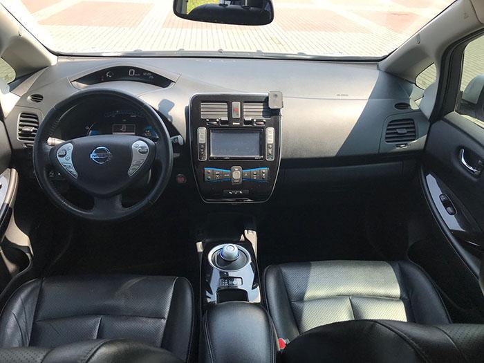 салон електрокара Nissan Leaf SL 360 Bose 2015